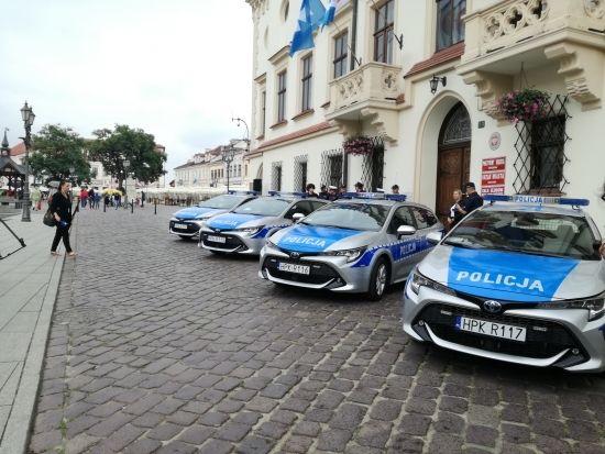 Komenda Miejska Policji w Rzeszowie ma cztery nowe hybrydy [FOTO] - Aktualności Rzeszów - zdj. 6